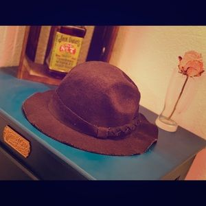 Accessories - Vintage country hat.